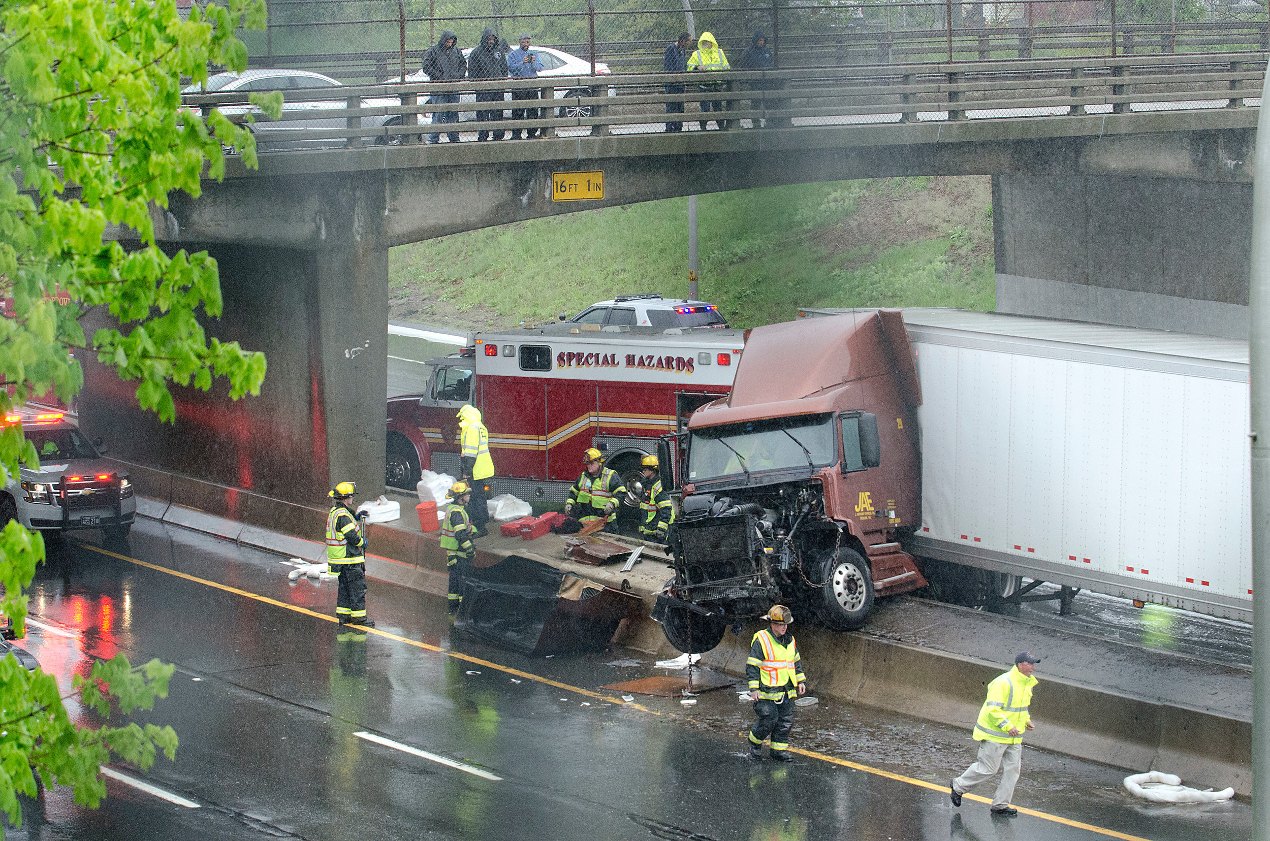 Tractor-trailer crash jams ups traffic on 195 in East