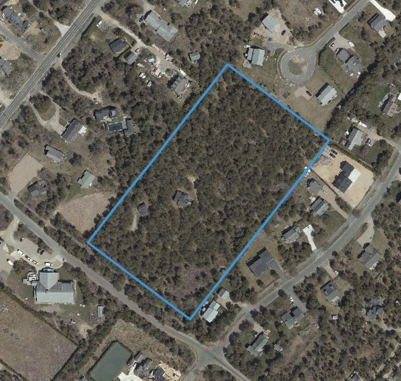 The Planning Board on Monday got its first look at a nine-lot subdivision proposed for a largely wooded lot off Rugged Road.