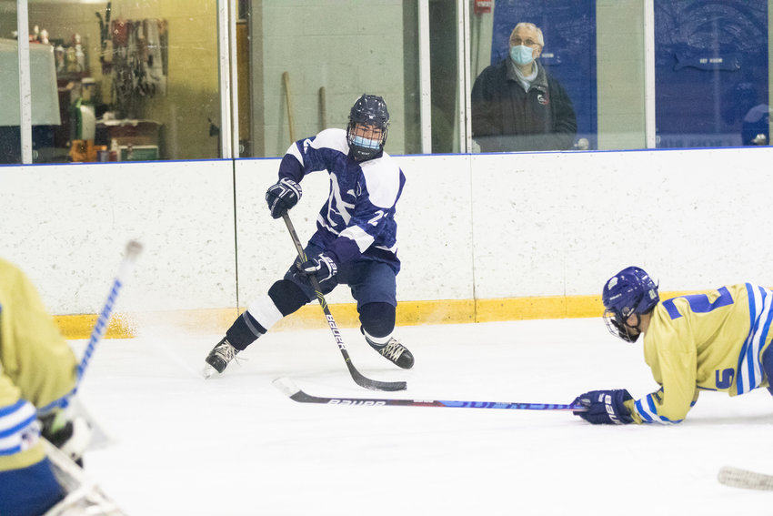 Nantucket beat Dennis-Yarmouth 3-1 Saturday to win the Cape & Islands League Lighthouse division championship at Nantucket Ice.