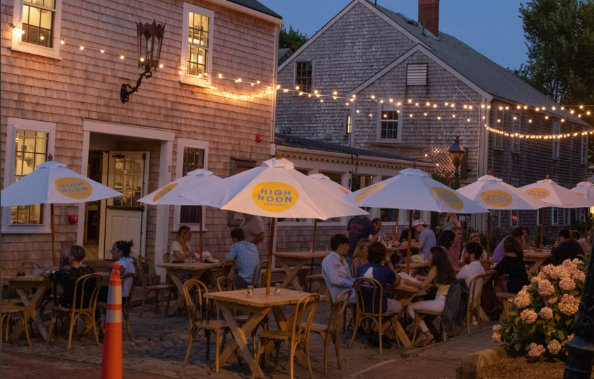 Outdoor dining at The Gaslight