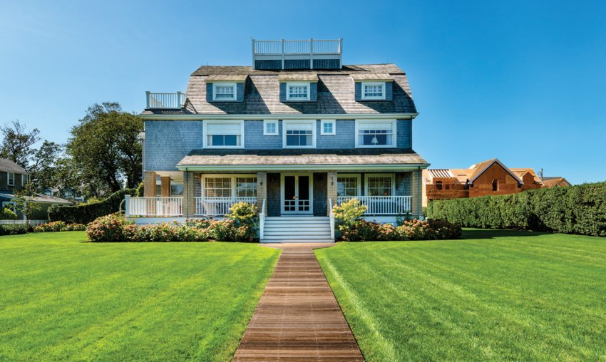 This seven-bedroom Lincoln Avenue home has water views, awell-manicured grounds and room for expansion.