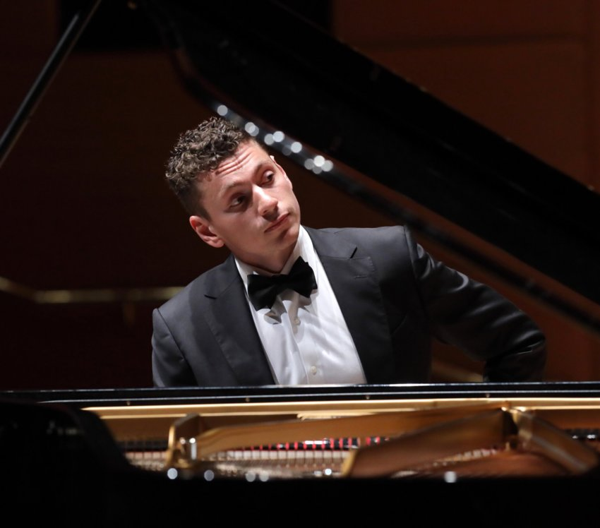 Pianist Dominic Cheli, who has performed with orchestras across the country and abroad, will open the Nantucket Musical Arts Society's summer concert series Tuesday at the First Congregational Church.