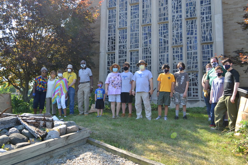 Members of the Epicenter of Worship and volunteers from the former Christ United Methodist Church build a new cross.