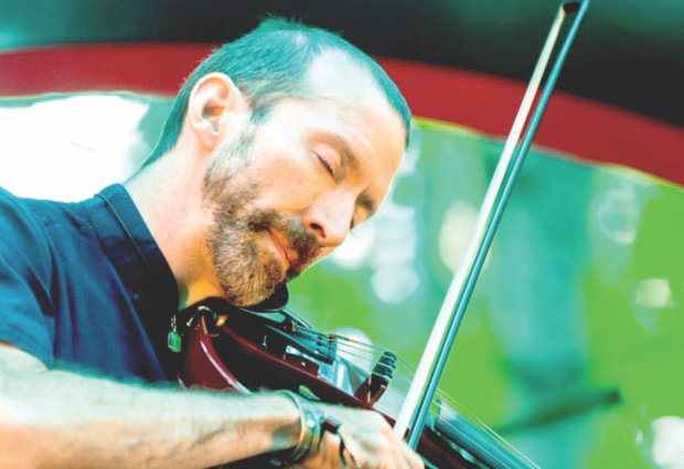 Experimental violinist Dixon performs at Blue Mitten Farms in Okemos on Thursday.
