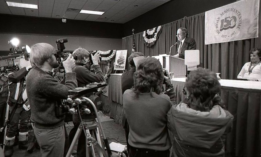 Sen. Carl Levin officiating at the 1987 First Day of Issue Ceremony in Lansing.