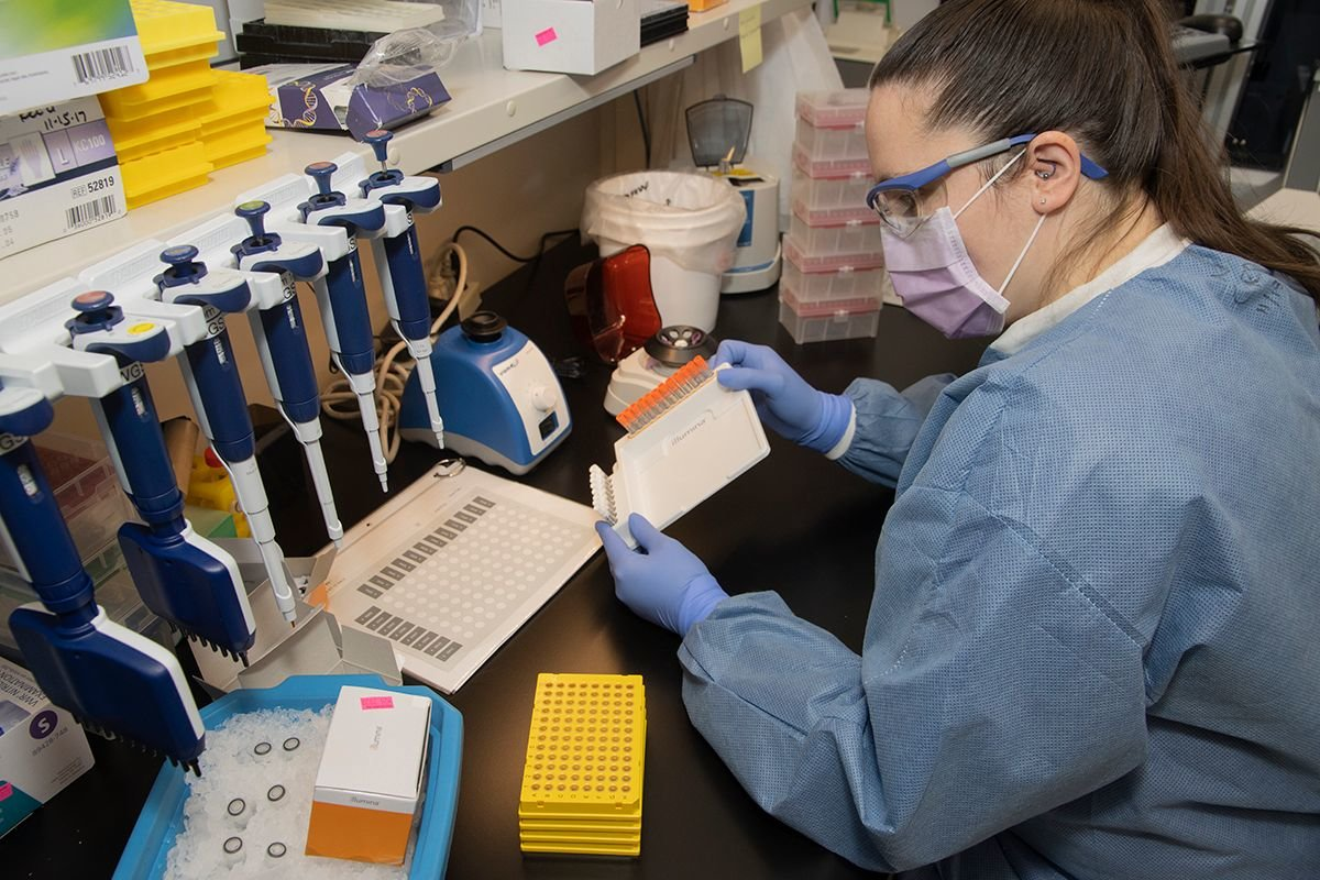 Kourtney Wells prepares for genome sequencing.