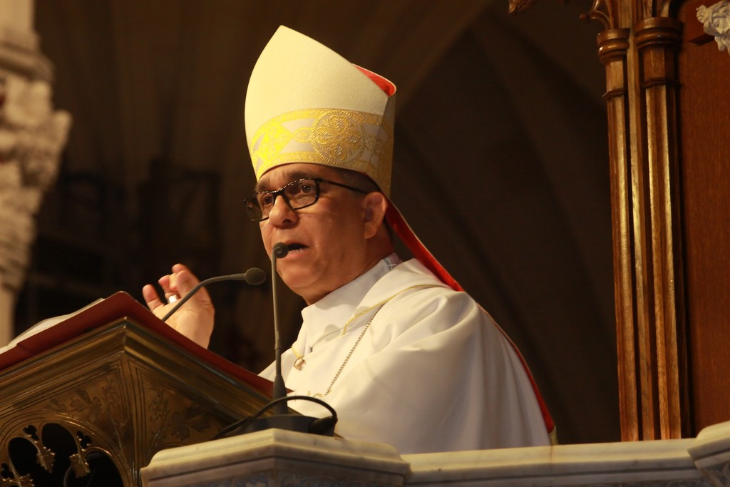 Bishop Hector Rafael Rodriguez Rodriguez gives his homily.