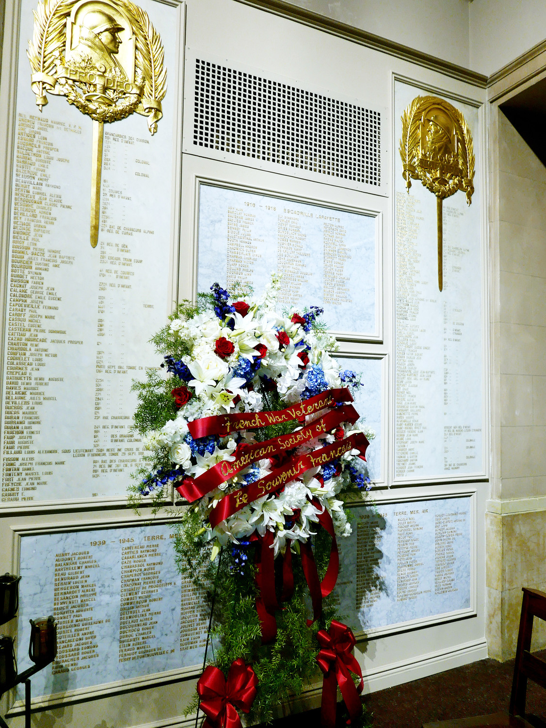 A Veterans Day ceremony at Notre Dame Church in Manhattan included the laying of a special wreath in front of recently installed plaques bearing the names of French and American soldiers and volunteers who died while serving in France during the two World Wars.
