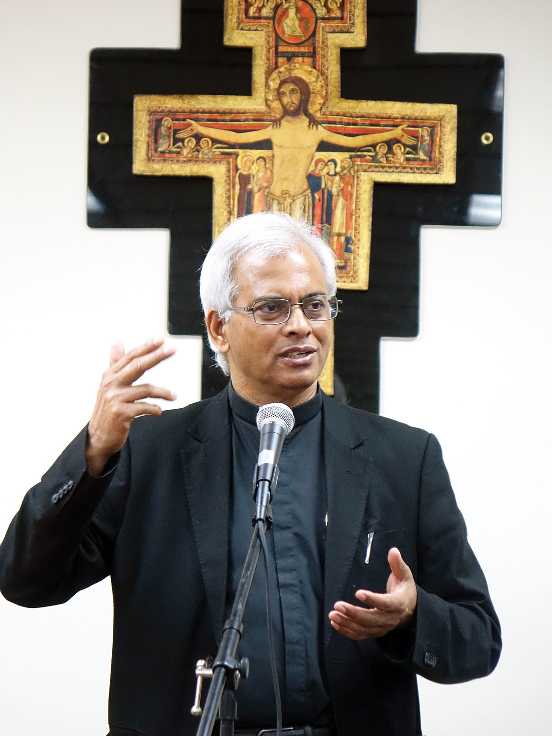 Father Tom Uzhunnalil, S.D.B. addresses attendees at his Sept. 5 talk at the Salesian Missions in New Rochelle. The audience included students from nearby Salesian High School in New Rochelle.
