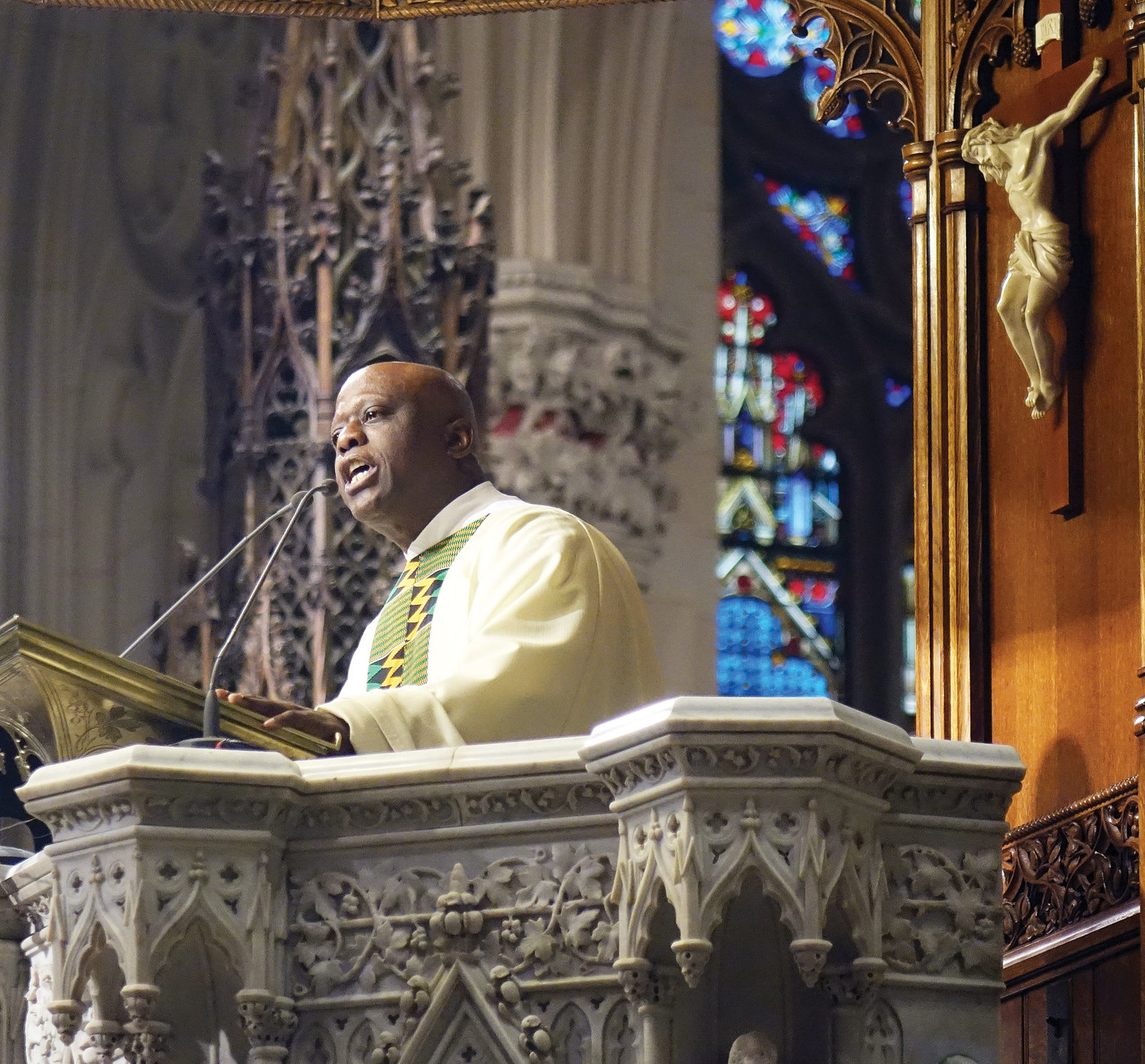 Father Andrew C. Smith, Jr., pastor of Holy Angels parish in Chicago, delivers the homily.