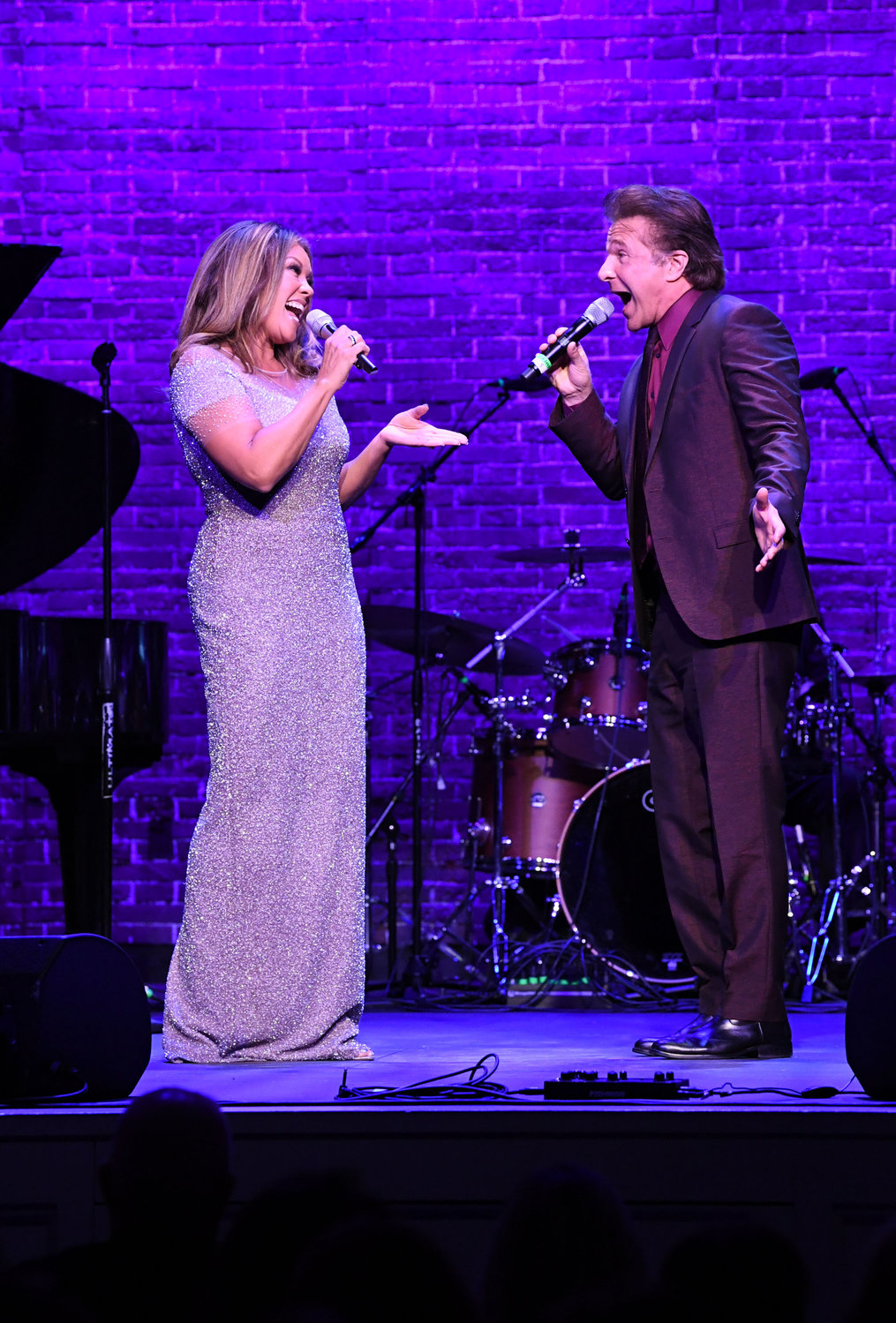 Vanessa Williams sings with Frank Shiner.