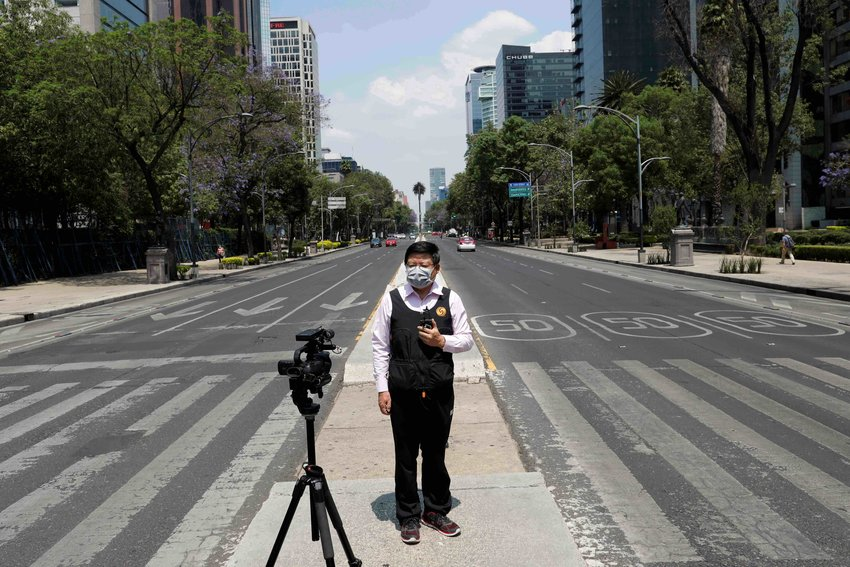 A journalist talks to the camera on Paseo de la Reforma avenue as the coronavirus disease (COVID-19) continues in Mexico City, Mexico April 6, 2020. REUTERS/Carlos Jasso - RC2BZF9WEKZD