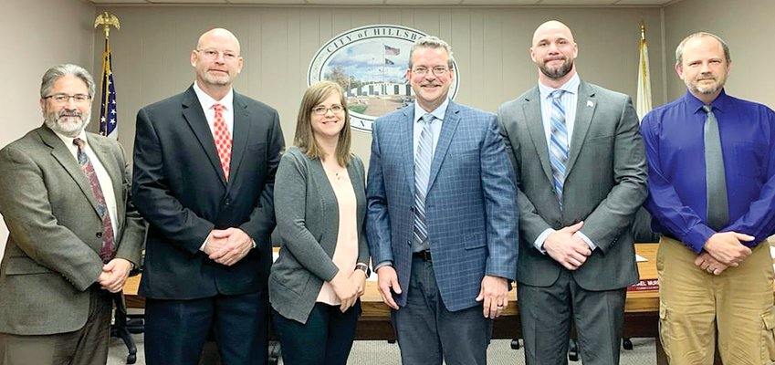 Judge Jim Roberts (left) administered the oath of office to re-elected Hillsboro City Council members Commissioner Don Downs, Commissioner Katie Duncan, Mayor Brian Sullivan, Commissioner Michael Murphy and Commissioner Dan Robbins.