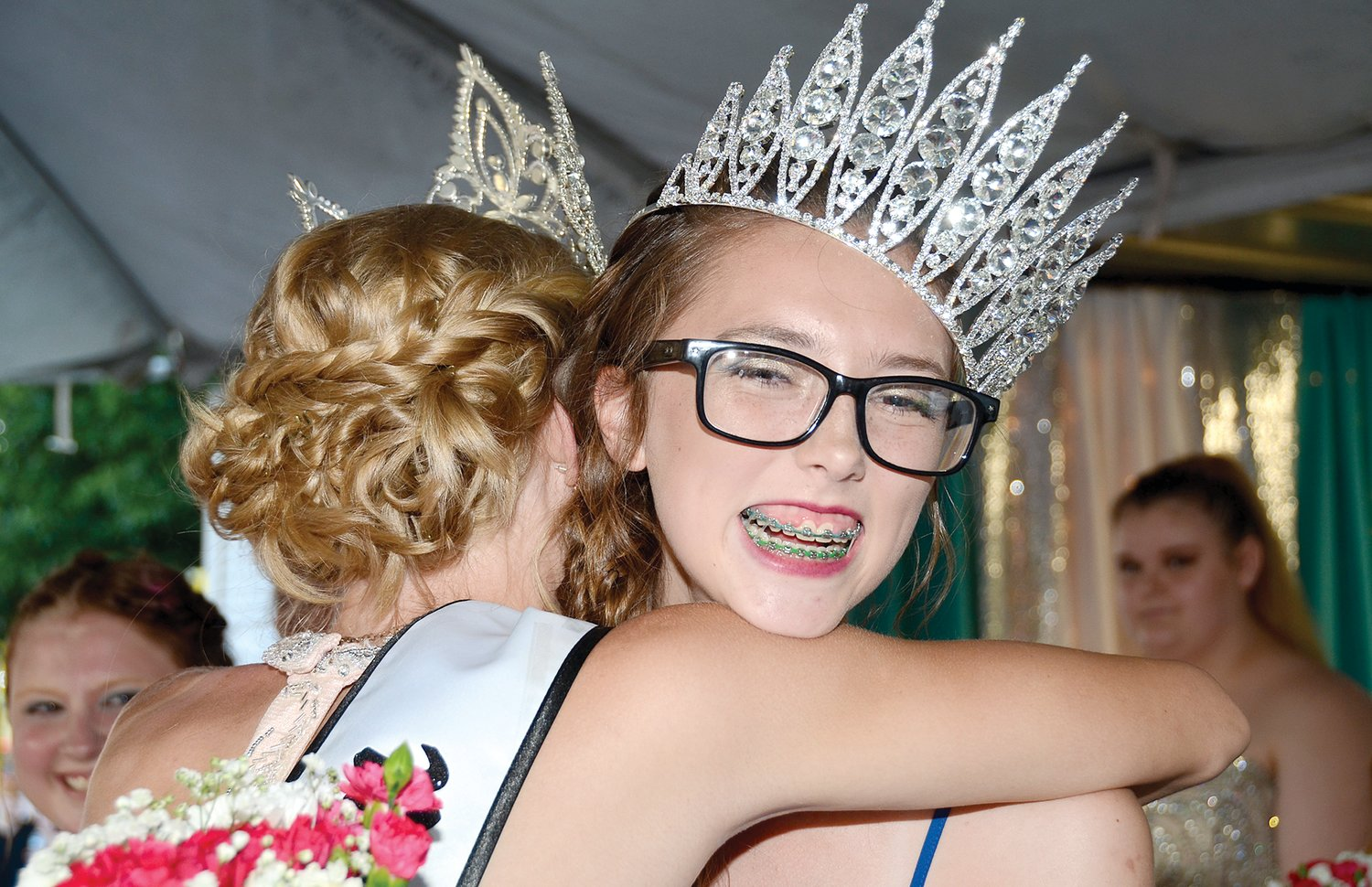 Although a hug from retiring 2018 Old Settlers Queen Kelly Jansen set her crown just a bit askew, Caitlyn Howard was all smiles to be crowned the new 2019 Old Settlers Queen in downtown Hillsboro on Wednesday evening. Howard is the first in her family to win that honor, as her mom, Stefanie (Floyd) Howard was the second runner-up in 1996 and her sister, Maddie Howard was the first runner-up in 2015.