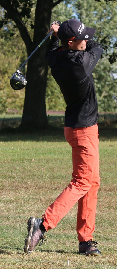 Morrisonville senior Braxton Schmedeke shot a 42 to help the Lincolnwood-Morrisonville boys golf team improve to 28-3 on the year on Oct. 1, with a pair of wins over Northwestern and South County.