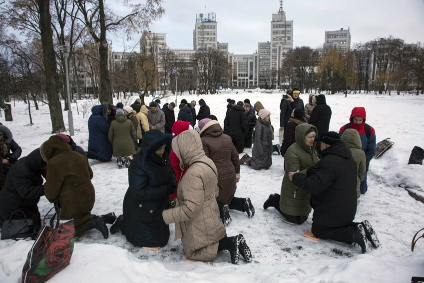 Ukrainian believers have been kneeling and praying -- often in frigid temperatures -- in Kharkov's city square every morning for five years.