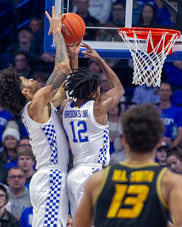 Nick Richards and Keion Brooks battle for a rebound against Missouri. (Kentucky Today/Tammie Brown)