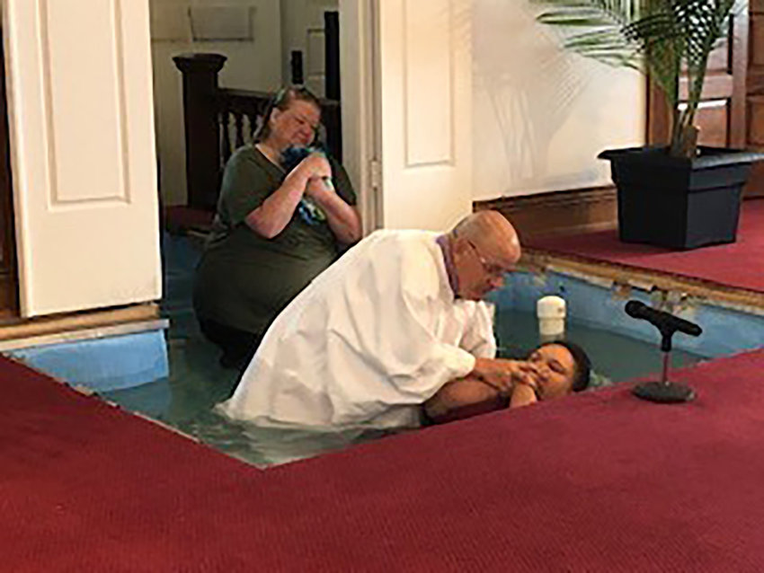 Paul Bunger, pastor of Olivet Baptist Church in Herndon, baptizes Kenzie Emberton as her mother Amber Emberton (background) watches. The mother and daughter are among many new Christians who made salvation decisions while churches were closed to in-person worship during the coronavirus pandemic. (Kentucky Today/Robin Cornetet)