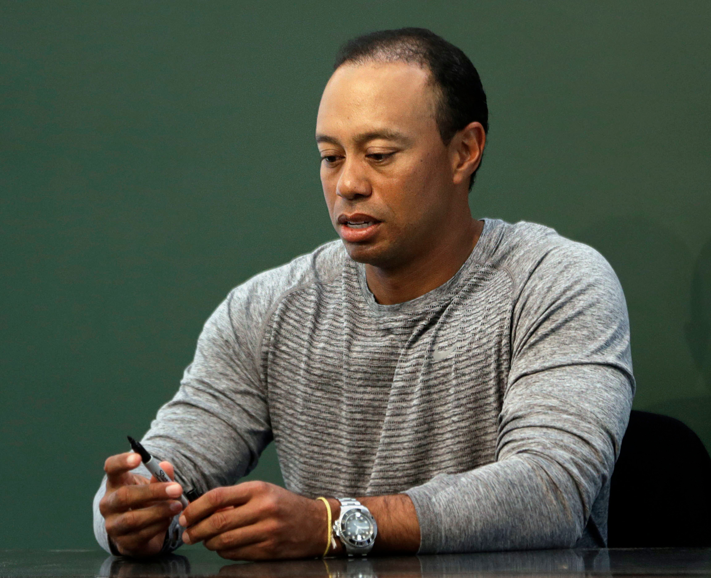 Slurring Tiger Woods shown taking jail breath test