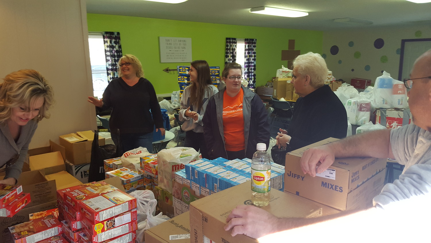 Volunteers deliver supplies to Creekside Church, a new congregation in eastern Kentucky, to help minister to the needs of people in Pike County.