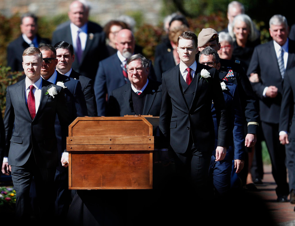 Mourners gather to say goodbye to Rev. Billy Graham at noon