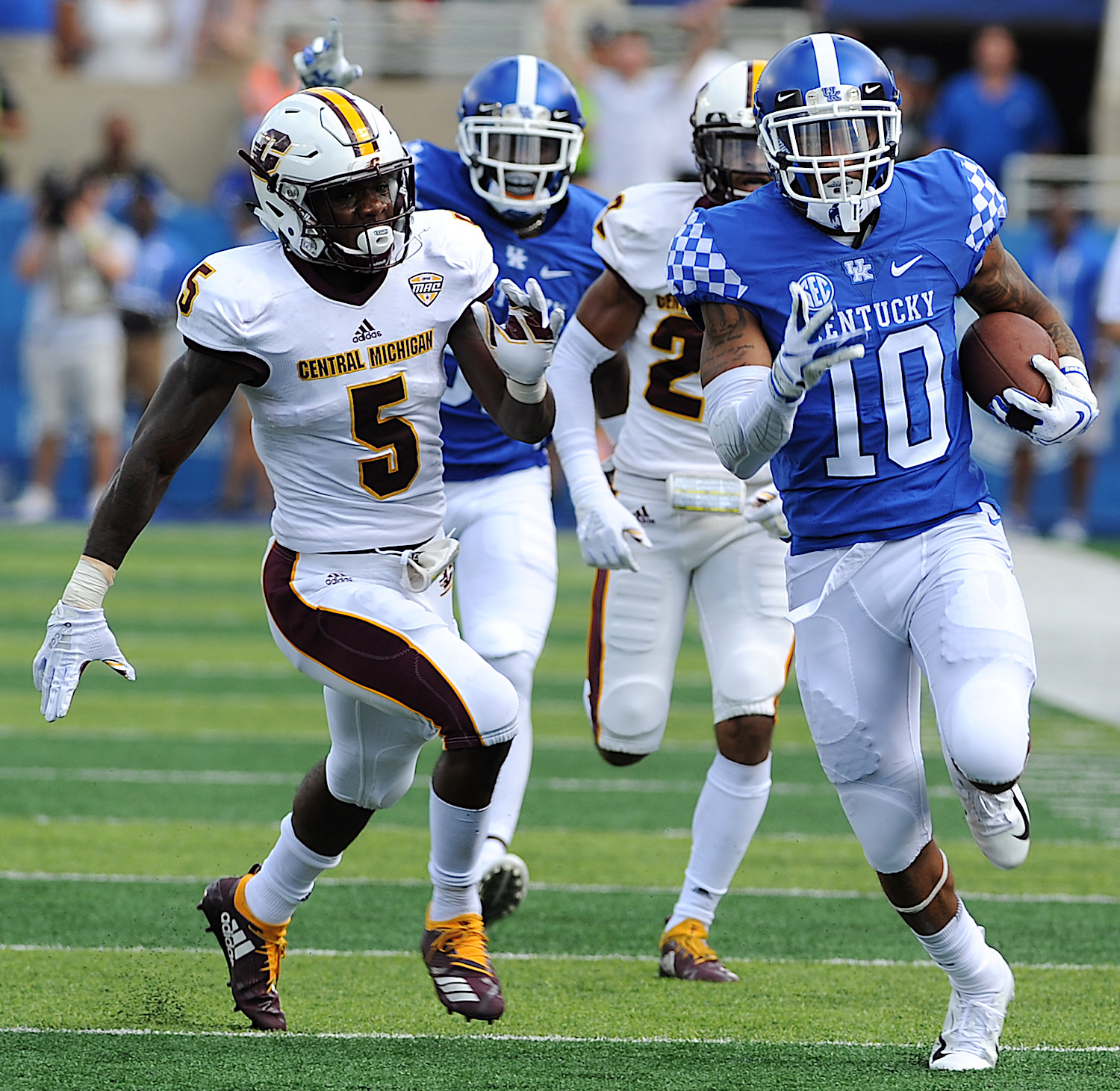 A.J. Rose rushed for 104 yards and two touchdowns in Kentucky's 35-20 win over Central Michigan last year at Kroger Field. Rose is one of the top candidates to replace Benny Snell in the backfield. (Kentucky Today/Bill Thiry)