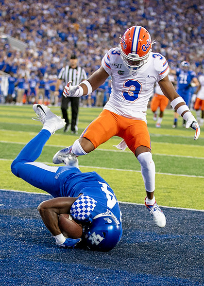 Ahmad Wagner cradles the catch in the end zone for a touchdown in the first quarter. (Kentucky Today/Tammie Brown)