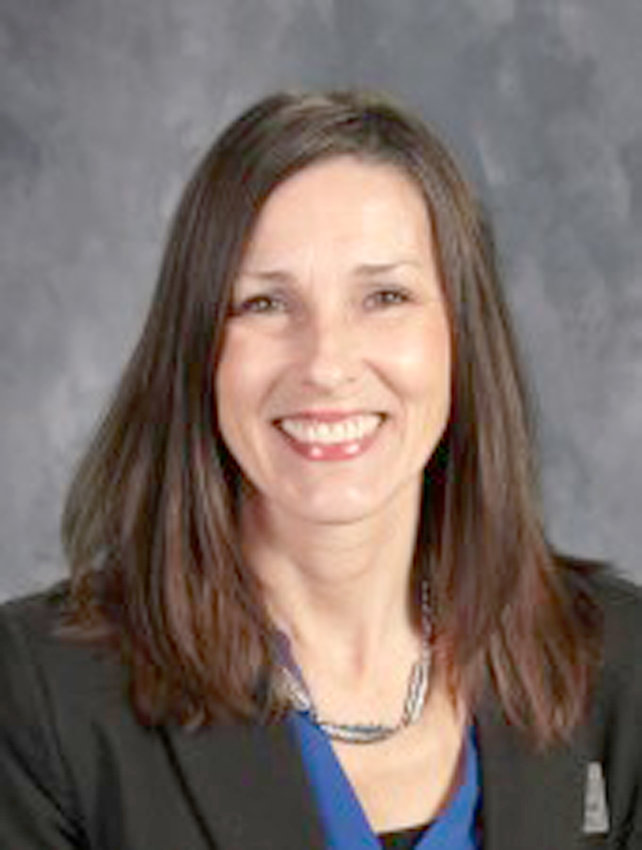 The West Plains R-7 School District has named Mrs. Becky Hutchinson the West Plains Elementary principal for the 2021-2022 school year. Hutchinson has served as West Plains Elementary assistant principal since 2018. Before her tenure at the elementary, Hutchinson was a teacher at West Plains Middle School. She received a Master of Education Degree from Missouri State University, Springfield. Hutchinson replaces Dr. Donnie Miller, who will take on new duties as West Plains Middle School principal beginning July 1. Hutchinson will  also assume her new role on that day.