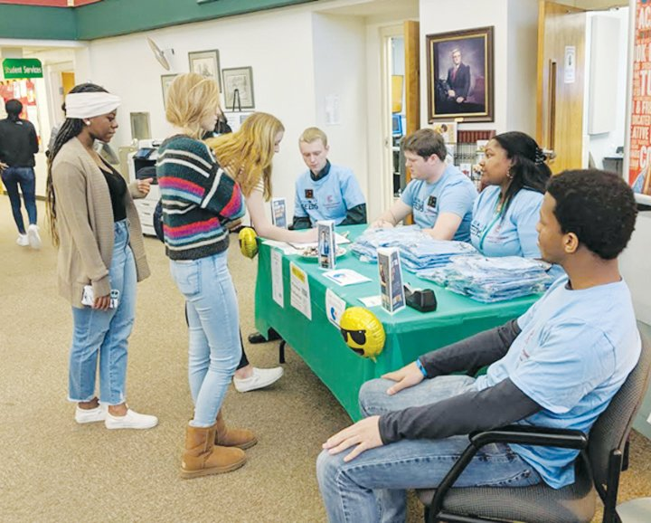 Students sign up to take part in the PCC Hunger Challenge.