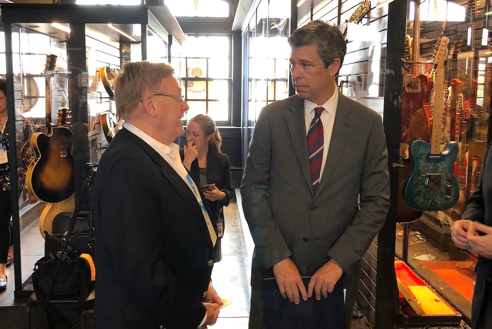 Springfield Mayor Ken McClure talks with Chattanooga Mayor Andy Berke during the chamber's Community Leadership Visit.