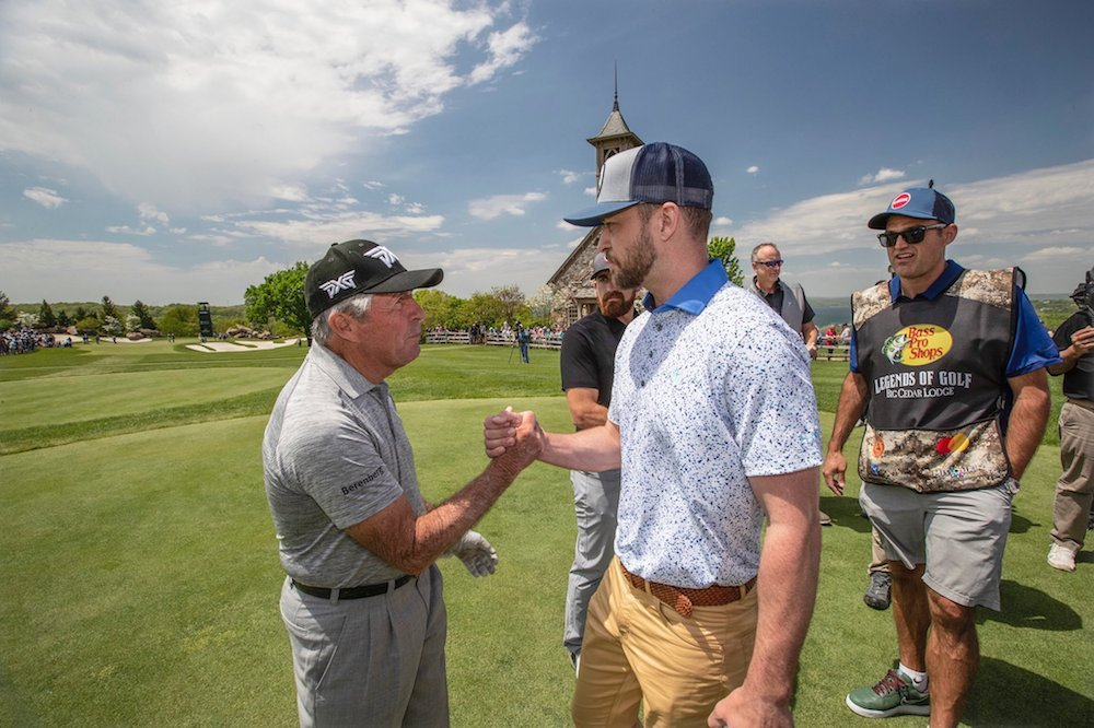 Gary Player shakes hands with Justin Timberlake at Top of the Rock.