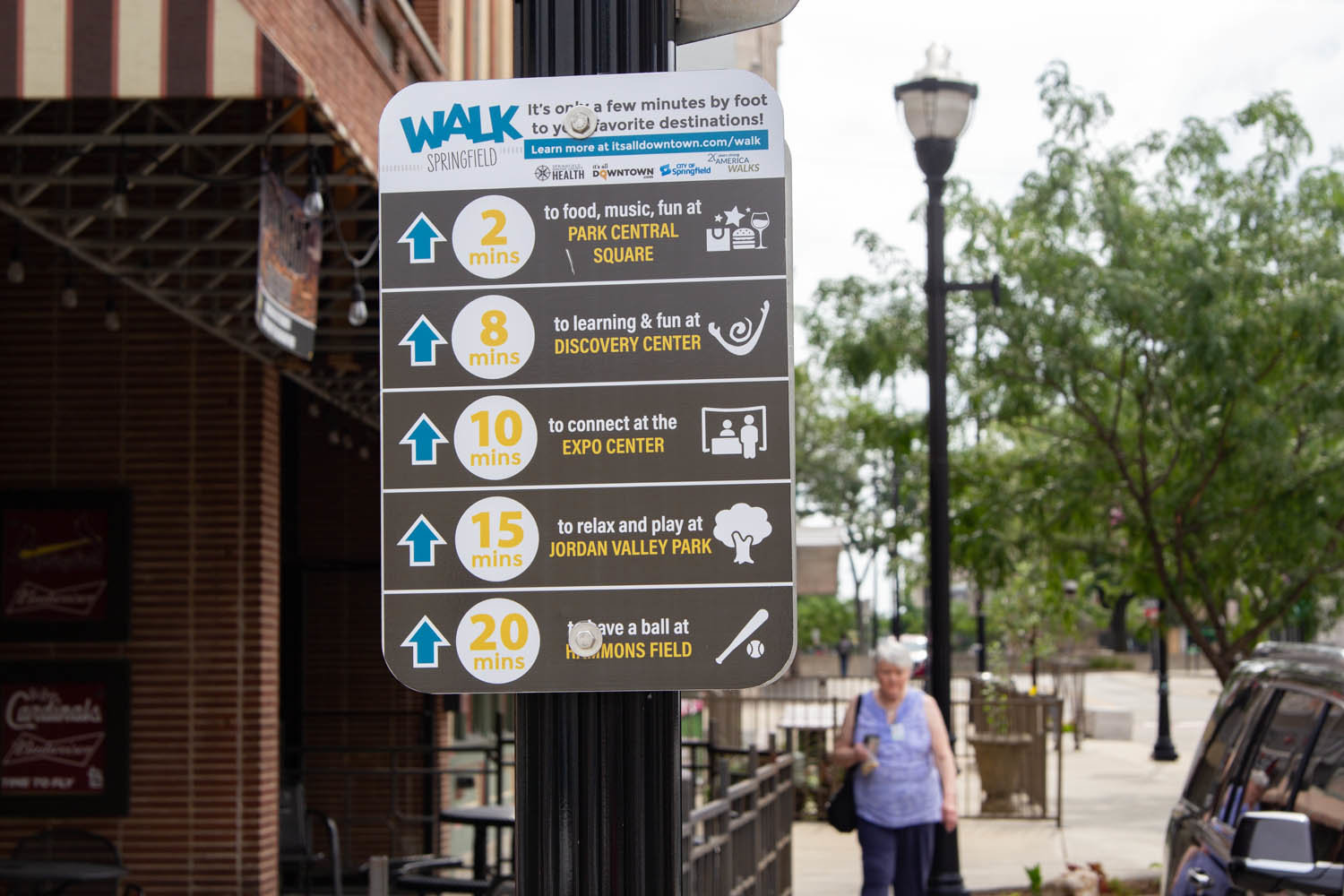 A sign near the intersection of Park Central West and Campbell Avenue provides a guide for walking visitors.