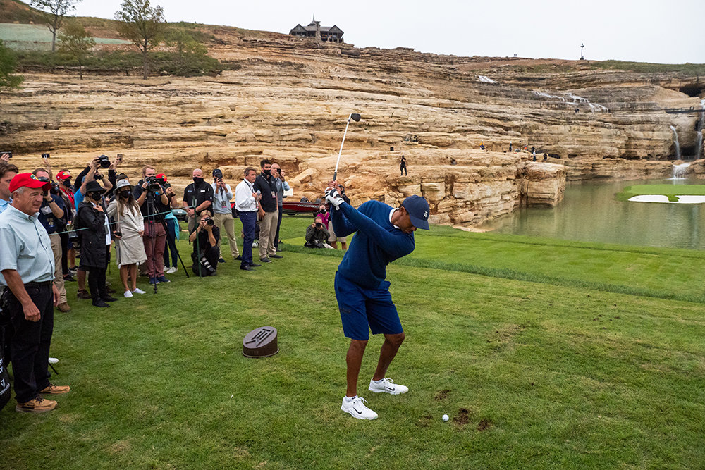 EPIC OZARKS MATCHJohnny Morris, far left, watches Tiger Woods aim at Payne's Valley.