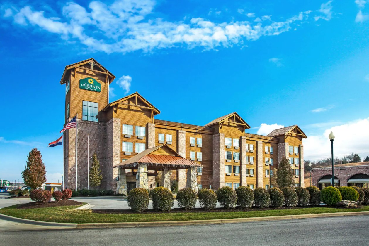 The new lodge takes the place of a former La Quinta Inn.