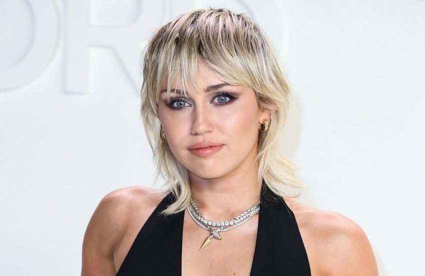 Miley Cyrus blasts MTV VMA production team for 'sexist comments'